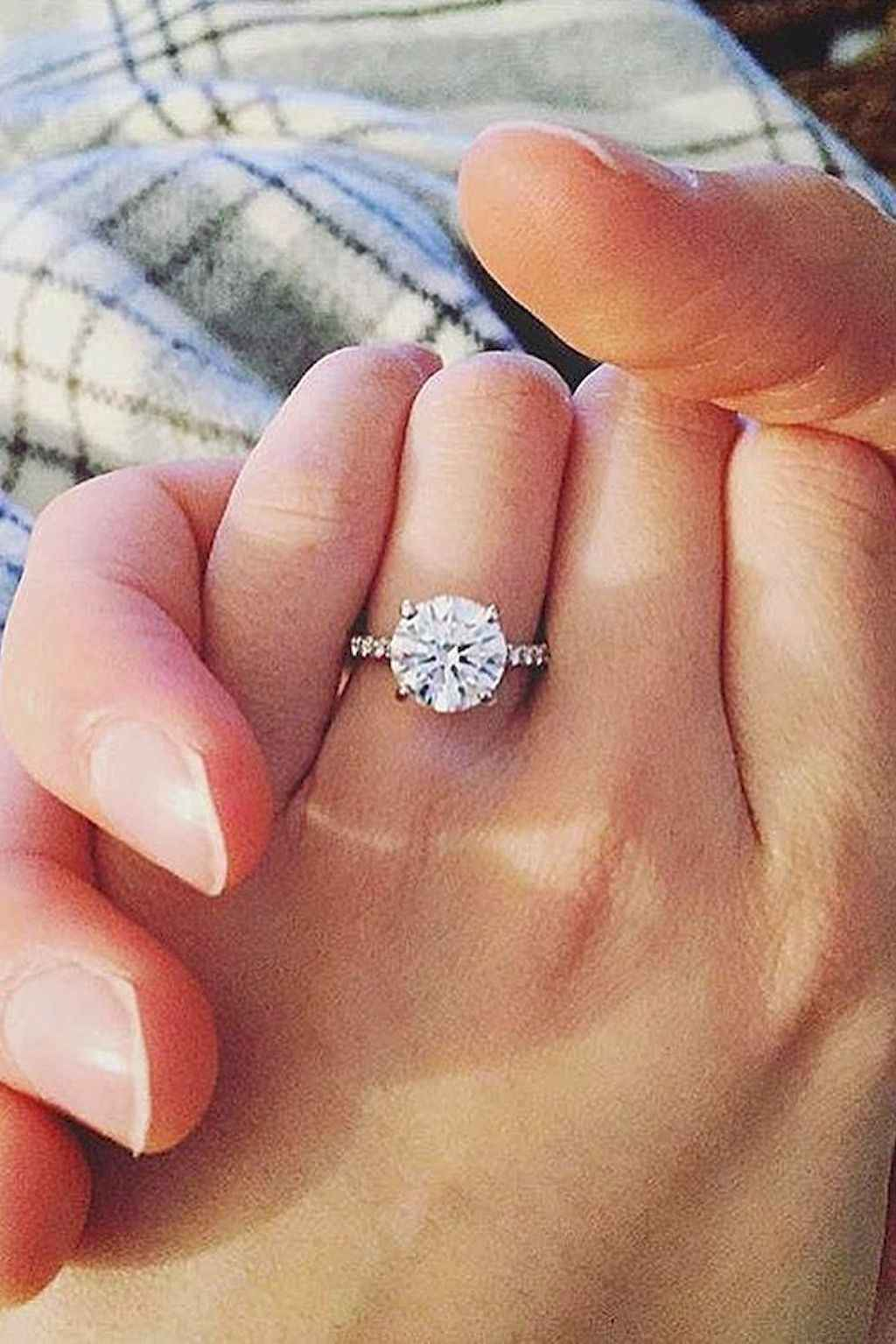 25 Simple Engangement Ring for Every Kind Women