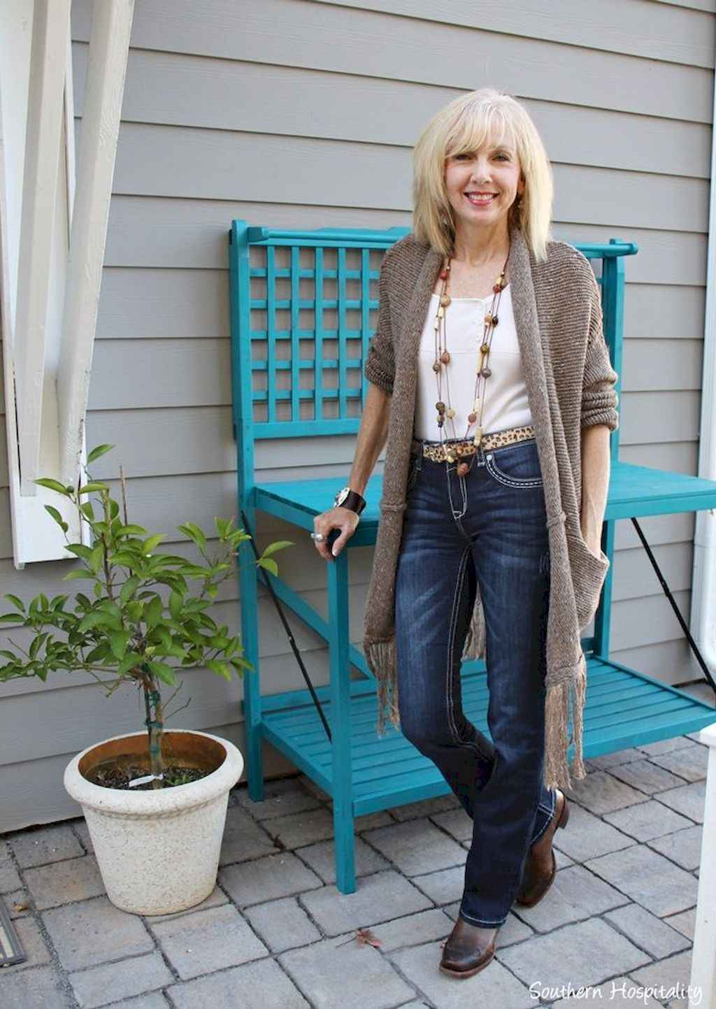 0cf1c6088028 02 Best Stylish Outfits for Women over 50 - Bellestilo.com